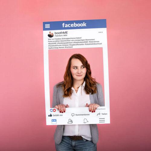 Individuelles Foto mit Facebook Fotorahme auf Rosa Hintergrund