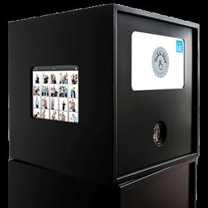 Frontansicht Fotobox blackbooth mit Tablet